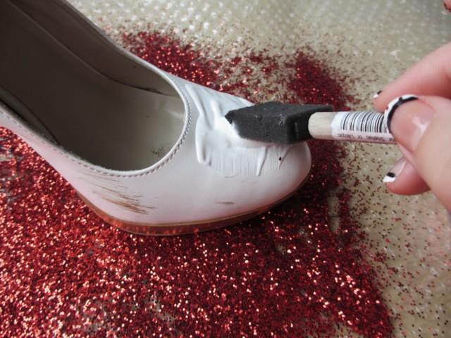 Как в домашних условиях перекрасить обувь 627