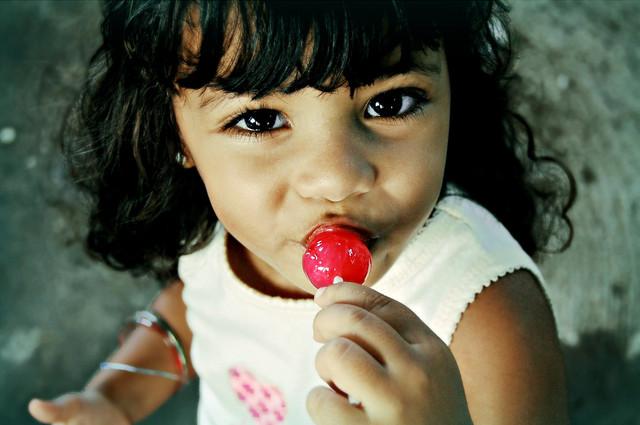 Сладкоежка в семье: как отучить от сладкого ребенка