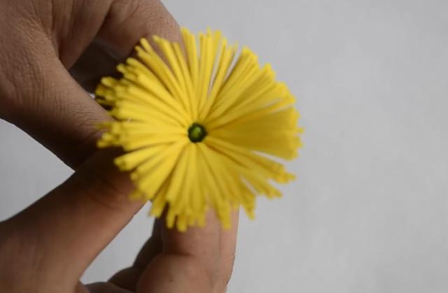 Украшаем офис: делаем красивые цветы из бумаги