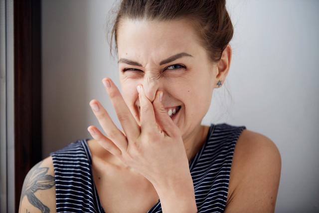 Запах изо рта: причины и что с этим делать