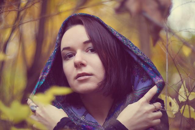 Уход за волосами осенью: 5 полезных советов