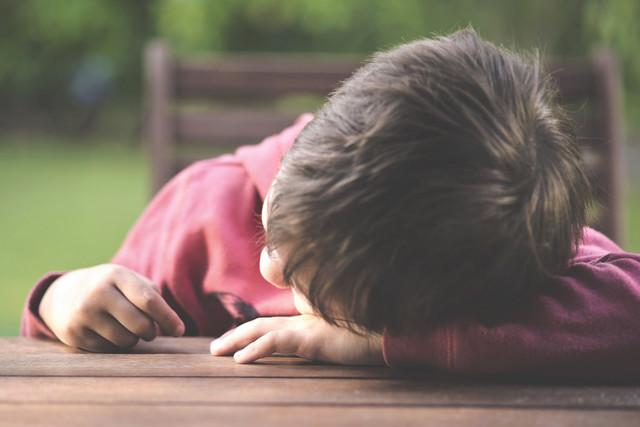 Как разглядеть симптомы депрессии у ребенка