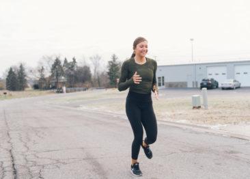 Бег назад для похудения: ретро бег для новичков