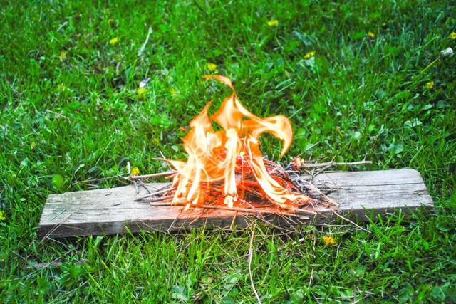 Как разжечь огонь без спичек: ТОП-5 способов