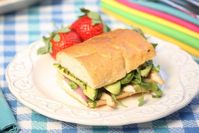10 шикарных идей бутербродов для пикника и дачи