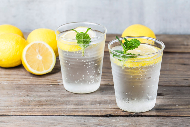 Почему необходимо пить домашний лимонад летом