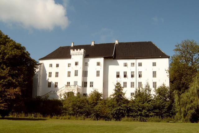 10 самых загадочных и мистических замков в мире