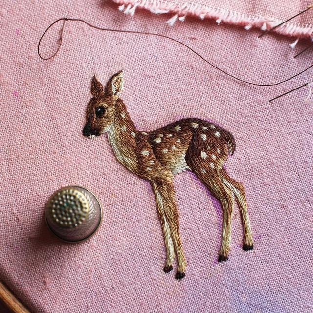 Между вышивкой и живописью: художница Chloe Giordano