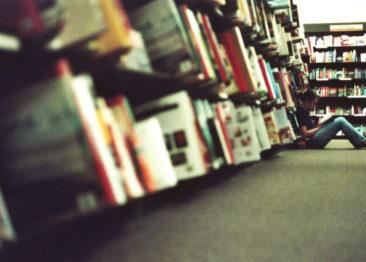 5 книг которые нужно читать только на английском