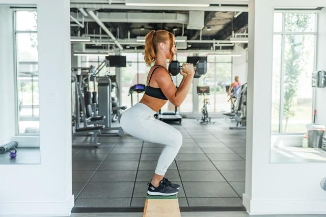 Что подарить девушке занимающейся фитнесом
