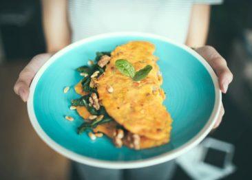 Как приготовить вкусный омлет: ТОП-5 рецептов
